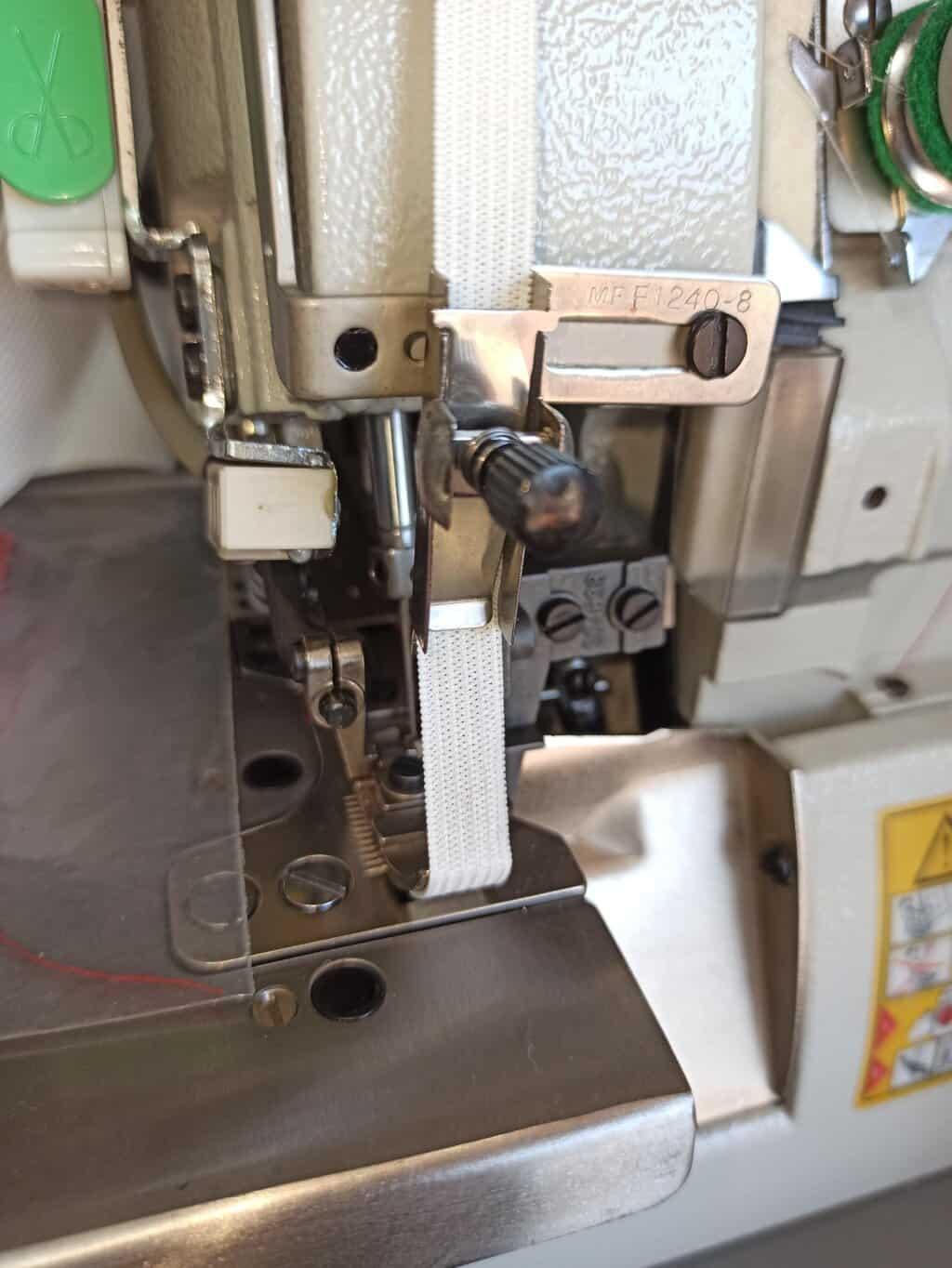 Приспособление для настрачивания резинки на оверлоке до 10мм